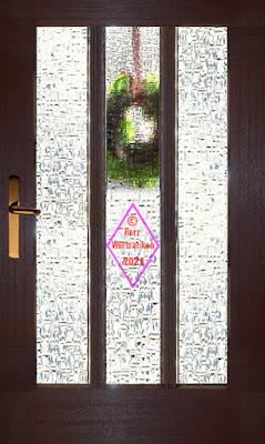 Haustüre mit 3 Glasfenter (Kardinalglas) von innen fotografiert. Man sieht schemenhaft den außen befestigten Türkranz an der mittleren Scheibe.