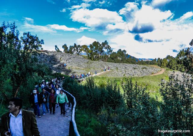 trilha em torno do Centro Cerimonial de Q'enko, em Cusco, Peru
