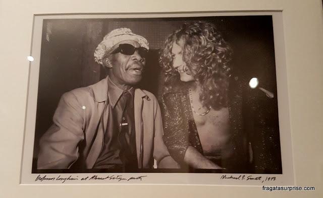 Professor Longhair e Robert Plant, do Led Zeppelin, em foto exposta no Museu do Jazz de Nova Orleans