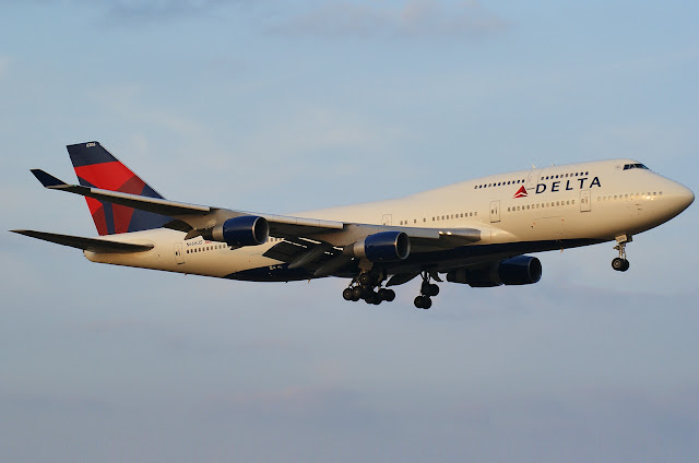Delta Airlines Boeing 747-400 Approaching To Landing