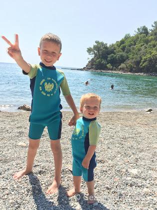 abi, kardeş plajda, Phaselis ören yeri orta liman Kemer Tekirova Antalya