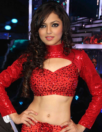 Drashti Dhami belly showing pictures
