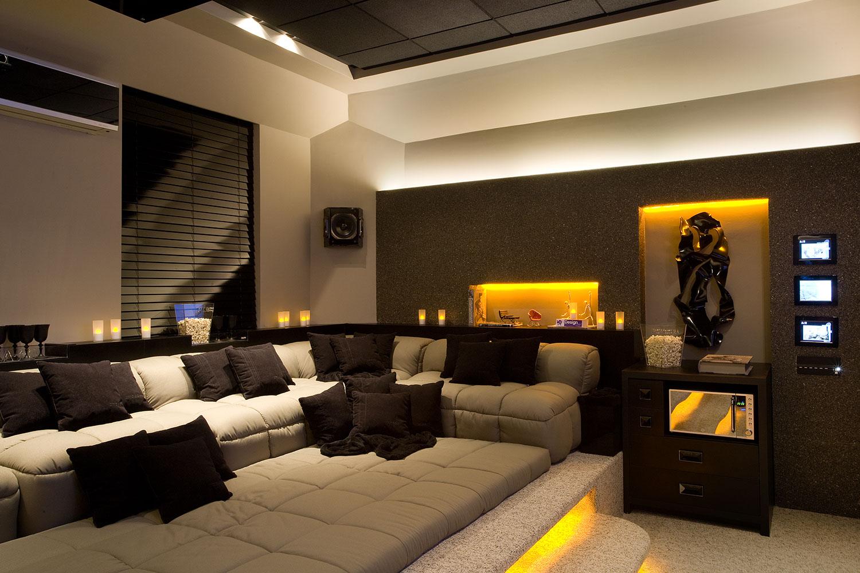 arquitetura e interiores rola um cineminha em casa. Black Bedroom Furniture Sets. Home Design Ideas
