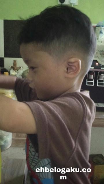 kanak-kanak, penampilan baru, Potong rambut pendek,barber shop