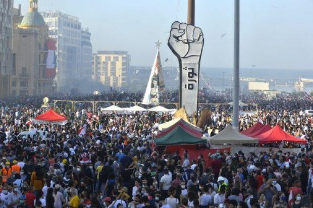 Ledakan Memicu Seruan Revolusi di Lebanon