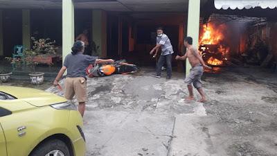 Mobil Sedan Timor Terbakar di Tebingtinggi