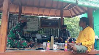 Foto : Sosialisasi vaksinasi, di Lombok Tengah (Loteng) oleh Babinsa Desa Sukaraja Kecamatan Praya Timur Loteng