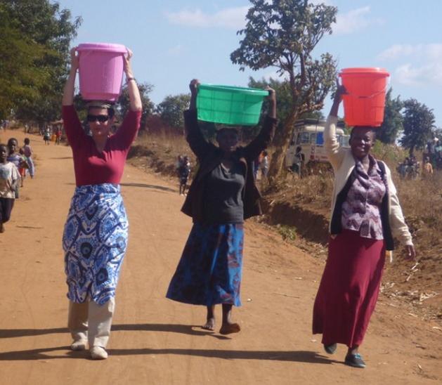 melinda gates carry water on head