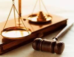 القاتل و القاضي والمحامي