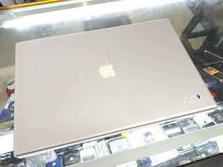 "Laptop MacBook Pro Core2 Duo 2.4GHz 17"" HDD 160GB RAM 4GB 2008 Seken Mulus Normal"