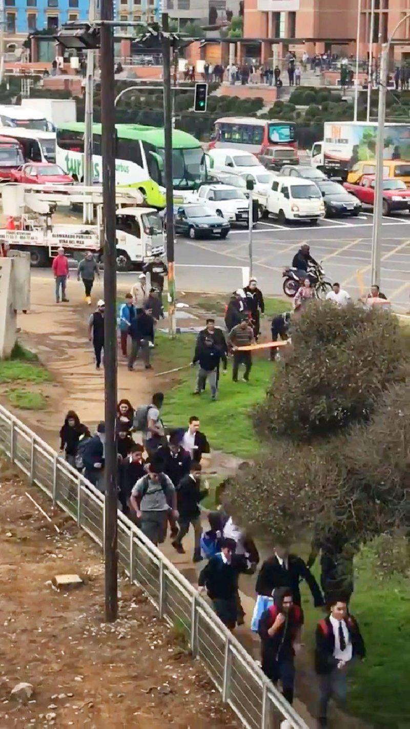 Pescadores repelieron con palos a estudiantes en Caleta Portales