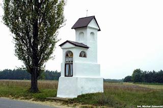 Klasycystyczna kapliczka z I poł. XIX w. Chruszczewka Włościańska