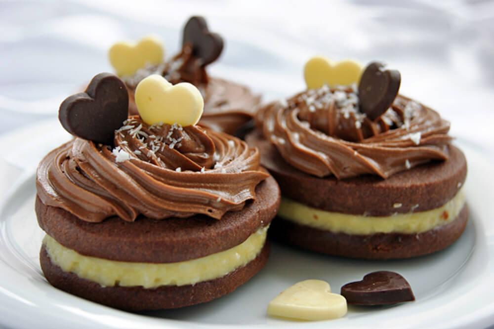 Рецепт шоколадного печенья с кокосовым кремом (фото)