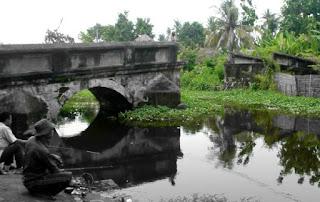 http://www.teluklove.com/2017/04/destinasti-objek-wisata-jembatan-rante.html