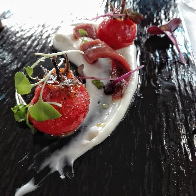 Tomate cherry, queso payoyo y anchoas