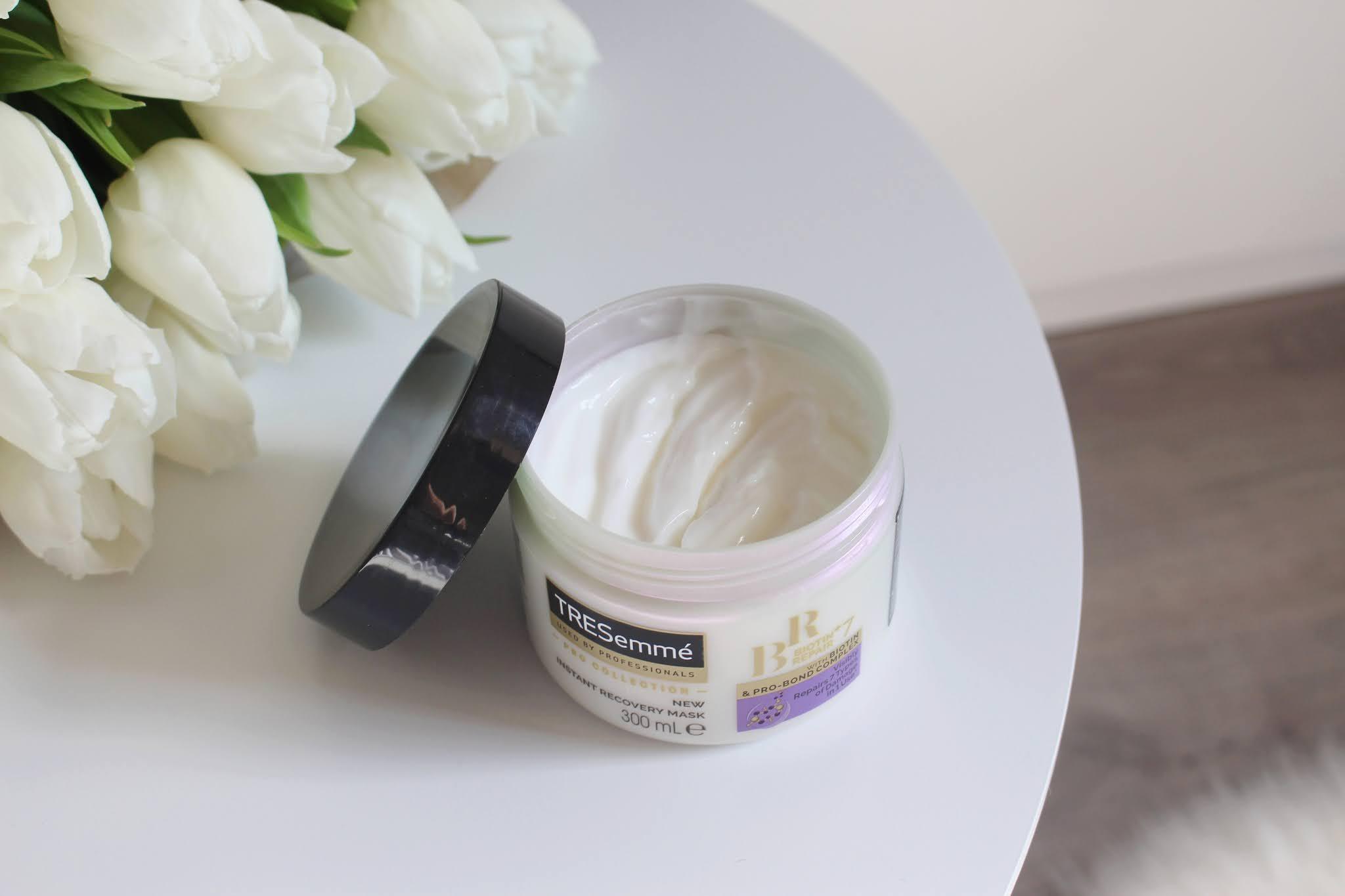 Maska na vlasy s vyživujúcim účinkom TRESemmé Biotin + Repait 7