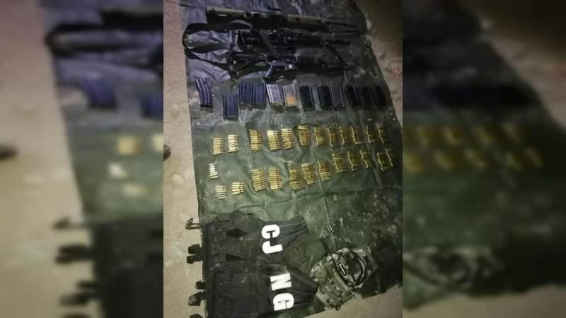 Soldados se enfrentan en Yurécuaro a convoy del CJNG, 2 Sicarios murieron al volcarse una de las camionetas en la que huían