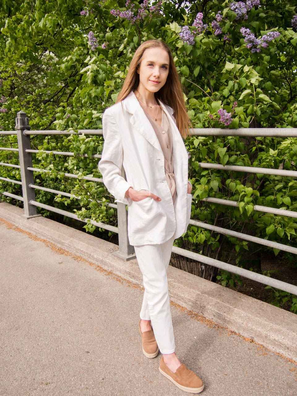summer-fashion-trends-2019-white-suit-outfit