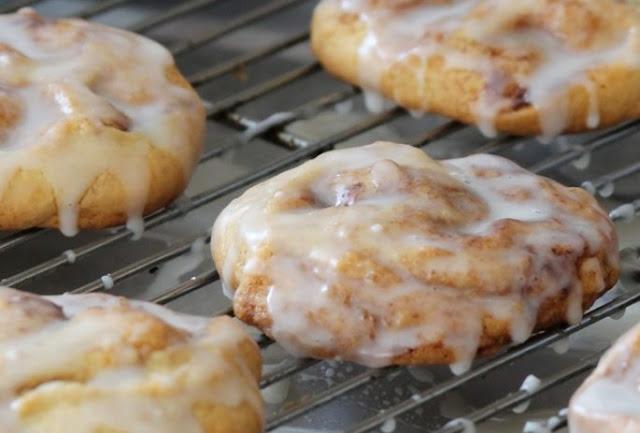 Soft Cinnamon Roll Cookies #cookies #desserts