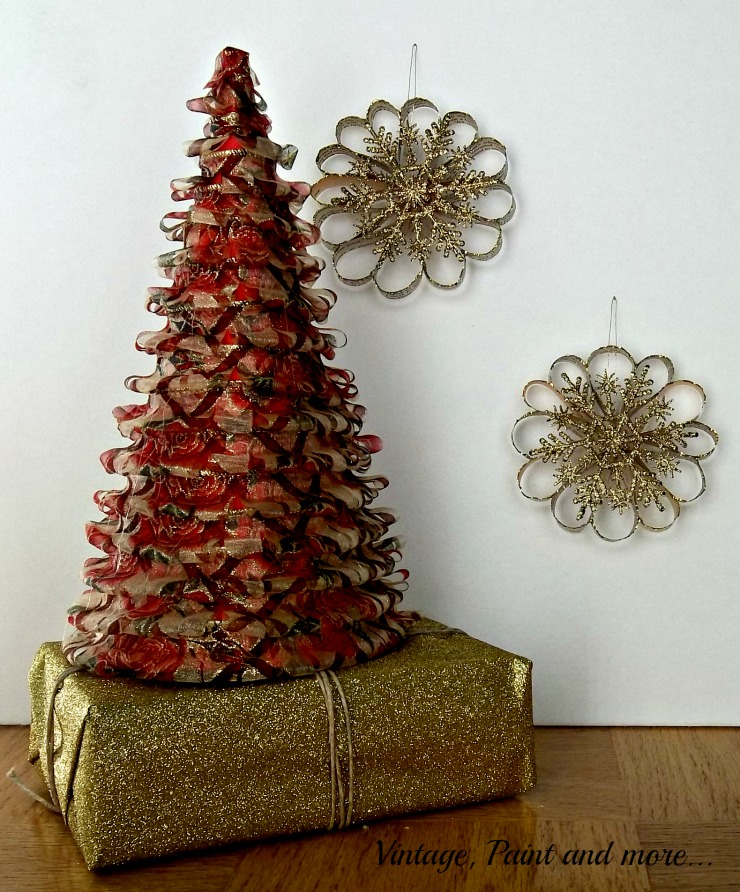 Vintage, Paint and more... Ribbon cone tree with book page snowflakes