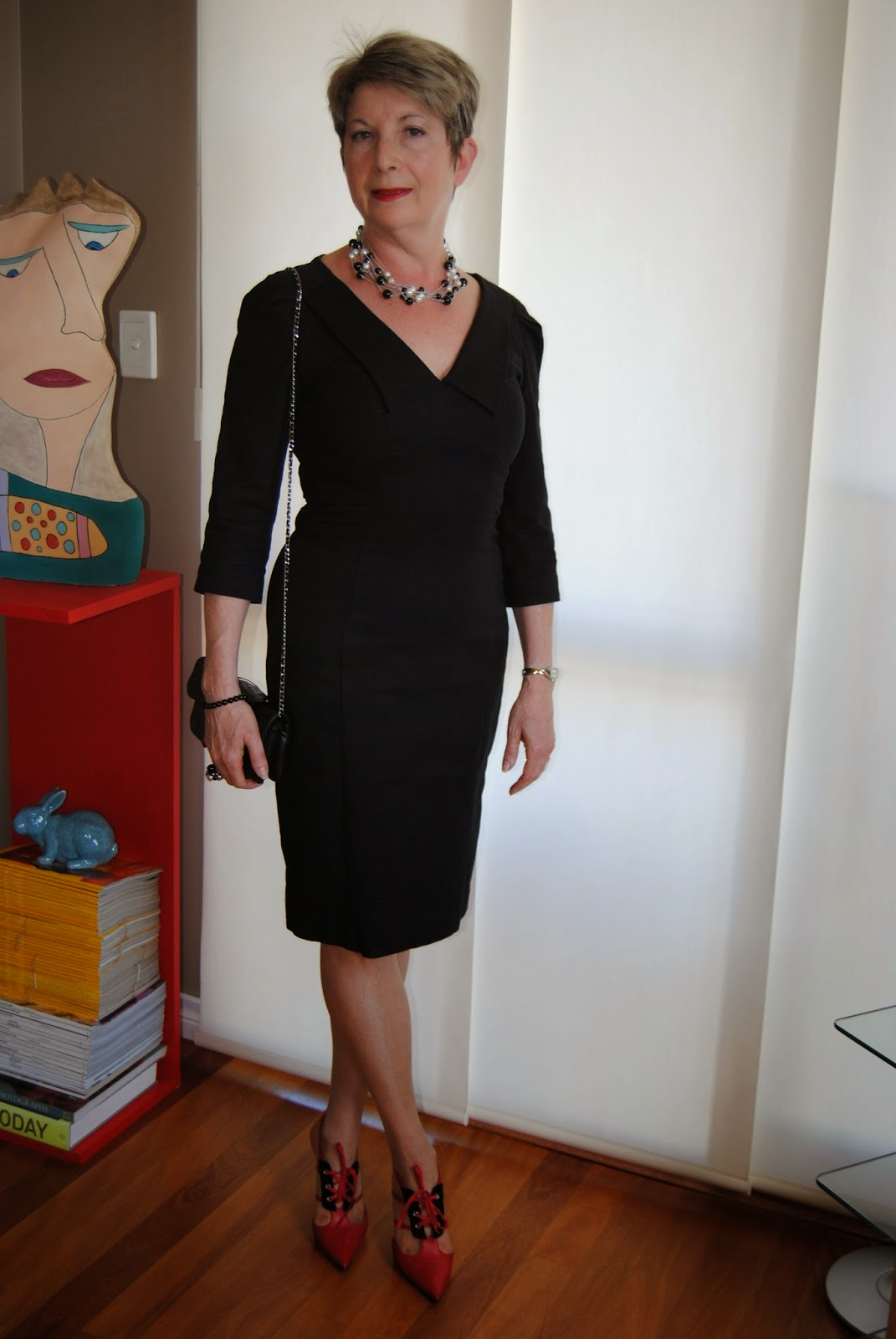 how to wear little black dress with contrast shoes