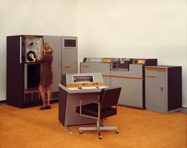 38 Vintage Photos Of Women In Miniskirts At Huge Computers