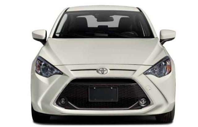 new-yaris-toyota-sedan-headlights-grille