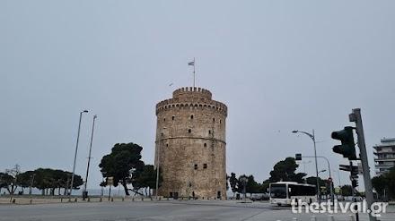 Θεσσαλονίκη: Άρχισε να χιονίζει στο κέντρο της πόλης (video)