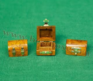 Три шкатулки малых размеров с фурнитурой
