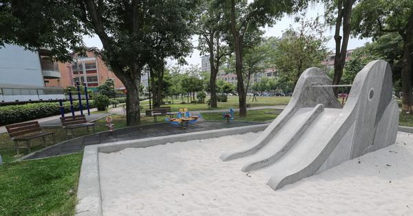 台中北屯|仁和廣福公園|大象磨石子溜滑梯|沙坑|綠草坪|特色公園|親子|12感官遊具