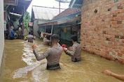 Cek Lokasi Banjir di Muara Tabir, Polres Tebo Beri Bantuan Kepada Warga Terdampak