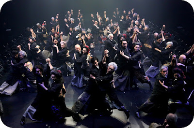 tango intre generatiile teatrului Saitama din Tokio
