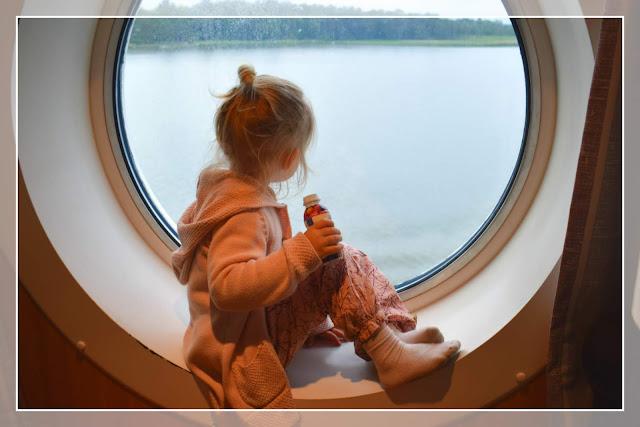 laivalla lasten kanssa