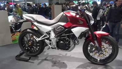 Honda SFA 150 Concept in auto show Image