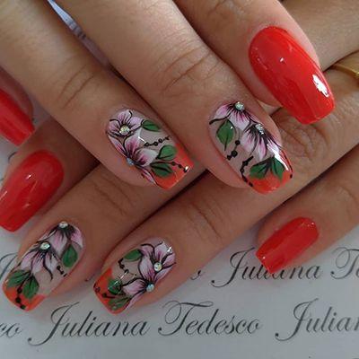 unhas decoradas com florzinhas