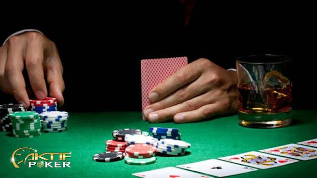 Texas Hold Em Poker Online Tips - Pikirkan Tangan Anda Lewat