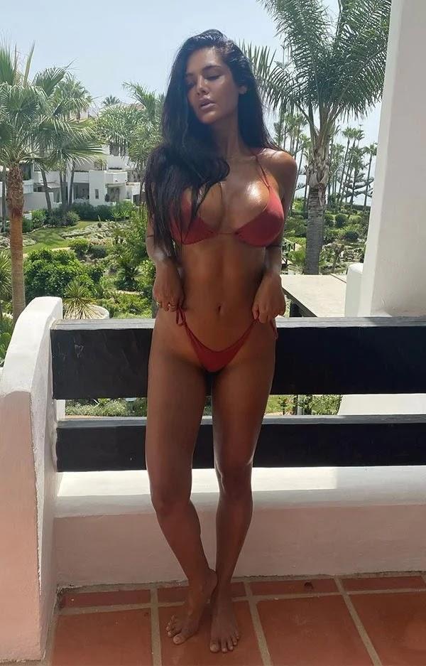 Esha Gupta in bikini flaunts her perfect sexy body