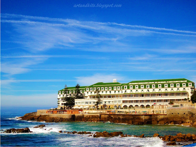 Aqui, deixo hoje, duas imagens da Ericeira, e um link que vos dará a conhecer melhor esta acolhedora e adorável vila... / Today, here I leave two images of Ericeira... and a link which will give you to know, a little better, this cozy and lovely village...