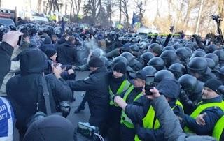 """Бунт під Радою тільки початок, Київ чекає справжній струс: """"як тільки Зеленський поїде..."""""""