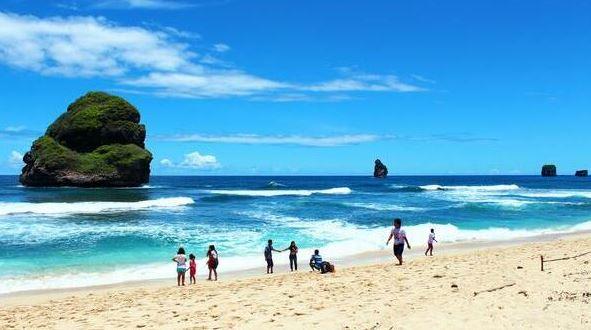 Foto pantai terbaik di Malang