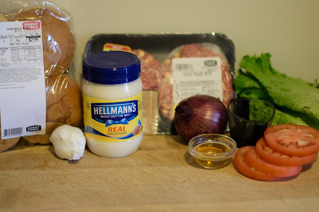 The ingredients needed for the Bacon Cheeseburgers.
