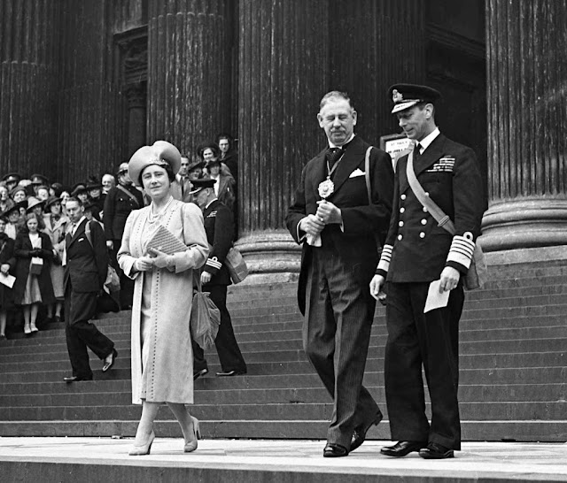 King George VI Queen Elizabeth worldwartwo.filminspector.com