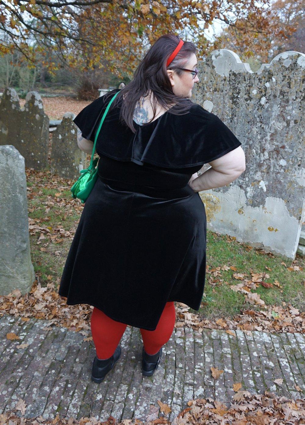 Evans-plus-size-black-velvet-layer-dress // www.xloveleahx.co.uk