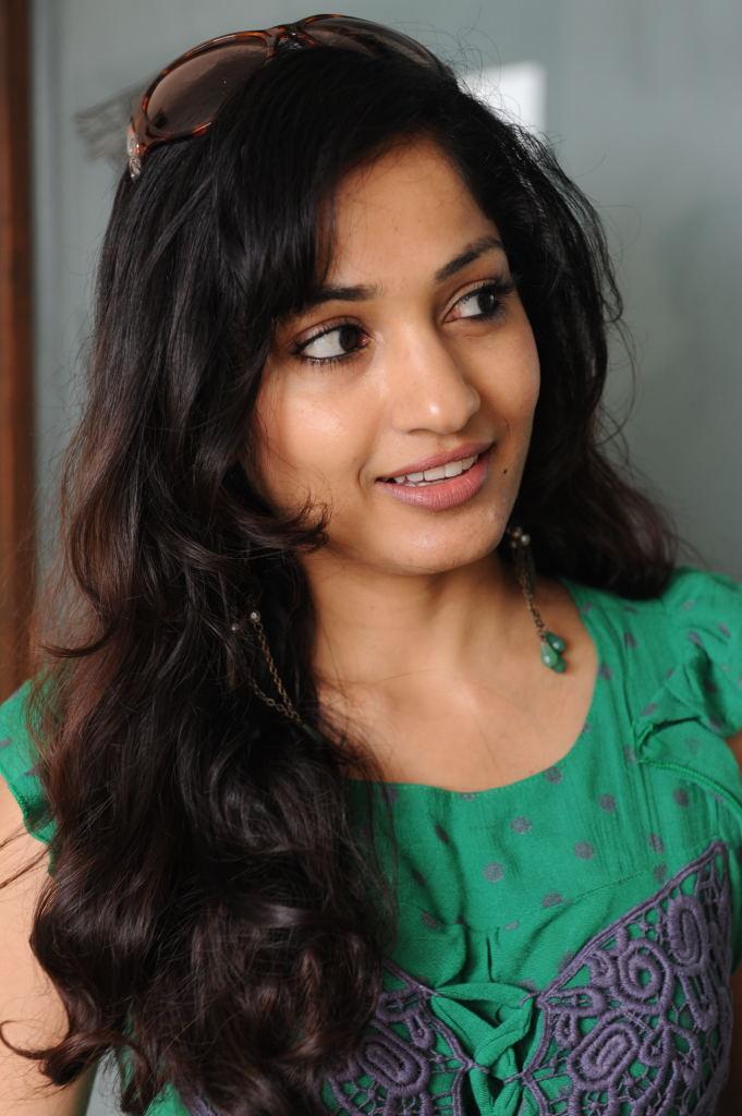 Madhavi latha sexy in green top