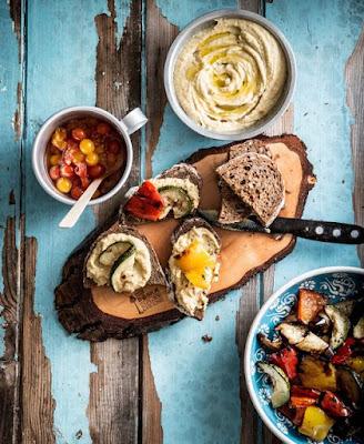 Tomaatkaviaar, gegrilde groente en houmous