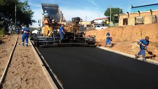 Prefeito entrega obra de pavimentação na Viela 9 do Jardim Magário em Sete Barras