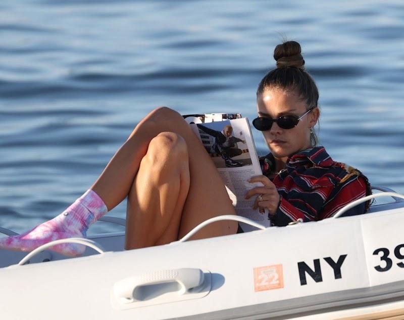 Nina Agdal Clicks at a Boat Ride in New York 4 Oct-2020