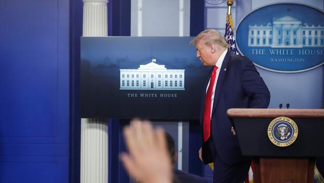 """Trump afirma que el coronavirus """"está retrocediendo"""" tras una disminución del 6% de positivos en una semana"""