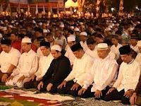 Ribuan Umat Islam di Karanganyar Ikuti Tarawih Akbar
