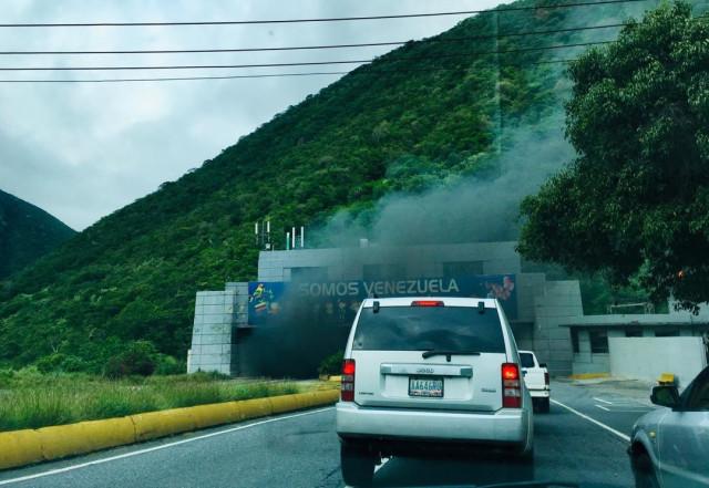 Reportan fuerte incendio en el túnel Boquerón I #8Nov